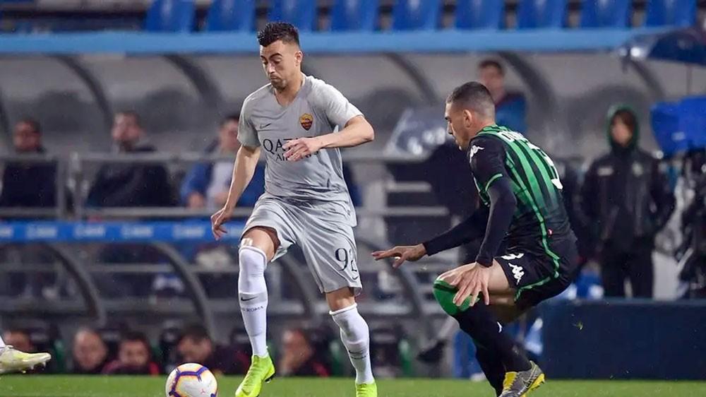 روما يتعادل مع ساسولو ويبتعد عن مقاعد دوري الأبطال
