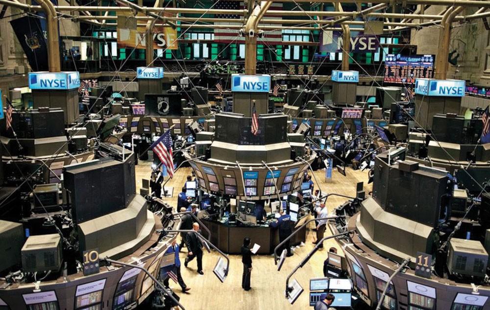 """""""وول ستريت"""" تغلق منخفضة مع تجدد مخاوف التجارة بين أمريكا والصين"""