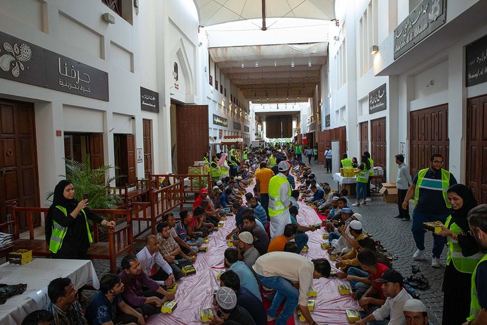 """سوق """"باب البحرين"""" يشهد إفطار جماعي لأكثر من 2500 شخص"""