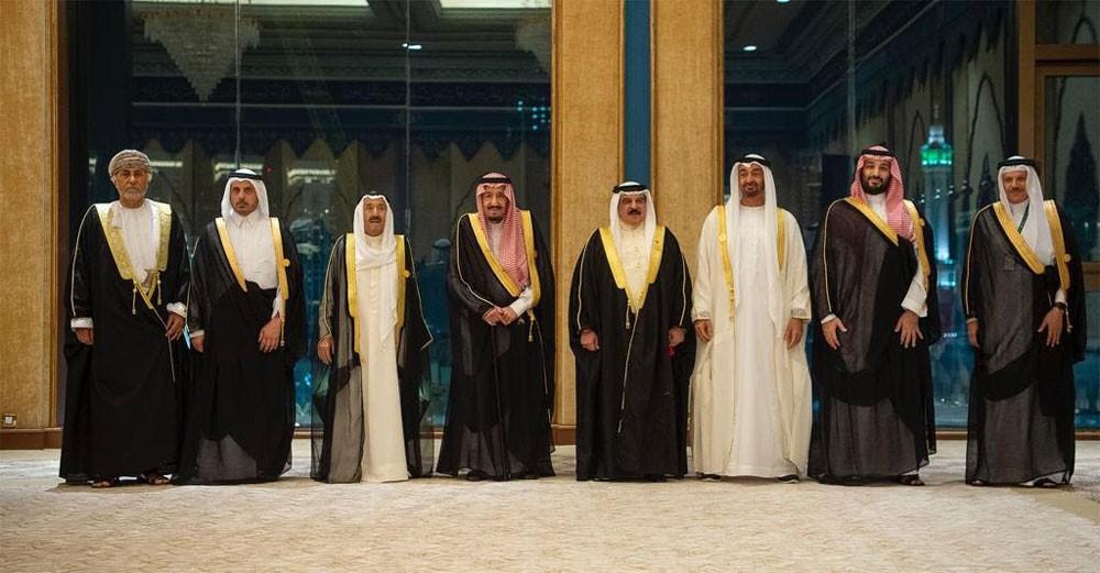 القمة الخليجية تطالب المجتمع الدولي باتخاذ إجراءات حازمة ضد إيران