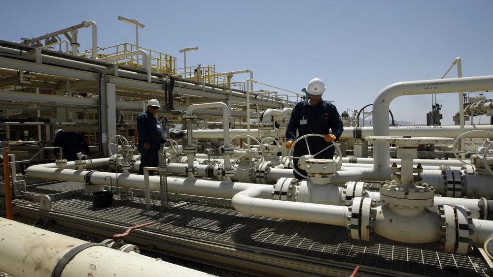 وزير النفط يشيد بالسماح للشركات الاجنبية في استخراج النفط والغاز