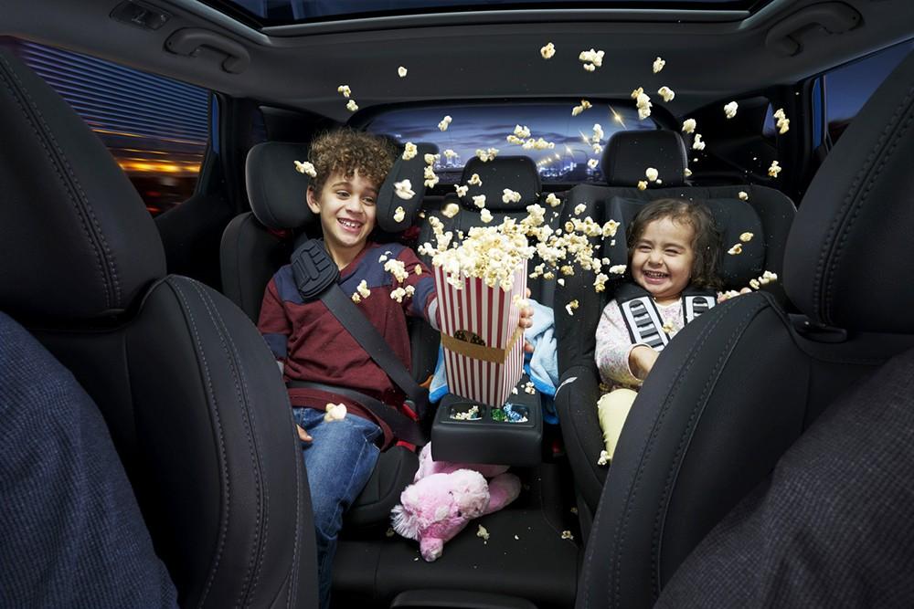 الأطفال يتسبّبون بتشتّت انتباه الأهل أثناء القيادة