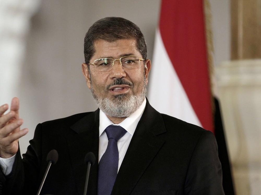 مرسي يوارى الثرى في القاهرة بحضور عدد من أفراد أسرته