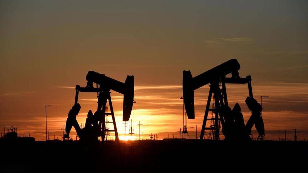 أسعار النفط ترتفع دولارين
