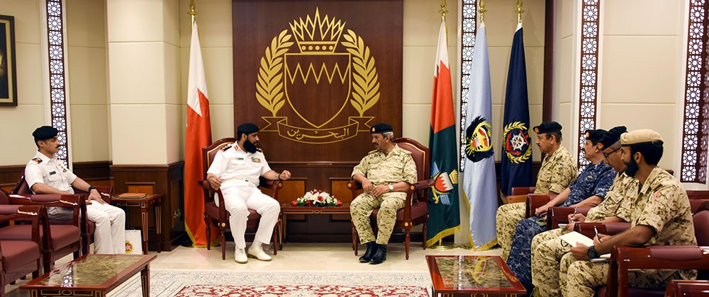 القائد العام لقوة الدفاع يستقبل قائد قيادة قوة الواجب المشتركة (CTF151)