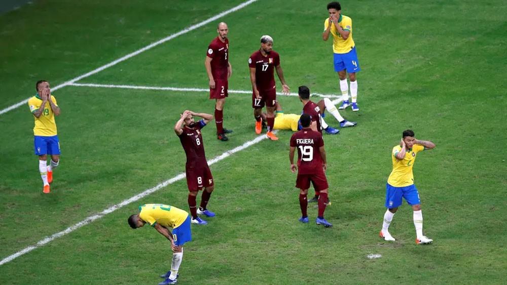 البرازيل تتعادل مع فنزويلا سلبياً.. وVAR يلغي 3 أهداف