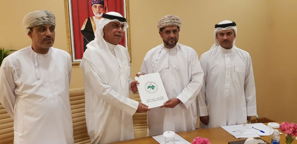 الاتحاد العربي يوقع مع عمان عقد استضافة البطولة العربية الشاطئية للطائرة