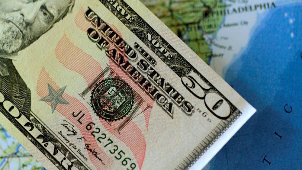 الدولار يواصل الانحدار بعد أكبر خسارة أسبوعية في 4 أشهر