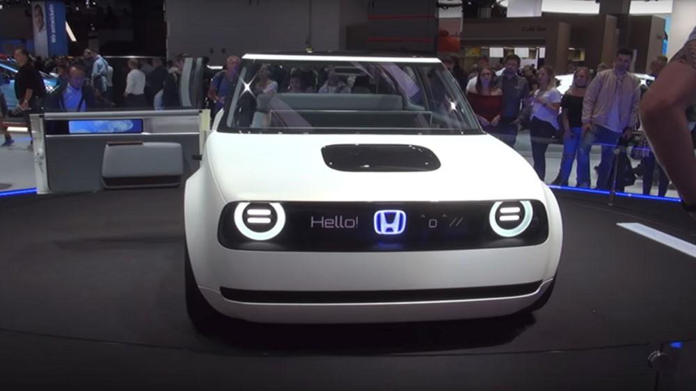 """""""هوندا"""" تستعد لغزو الأسواق بسيارة كهربائية أنيقة ومتطورة"""