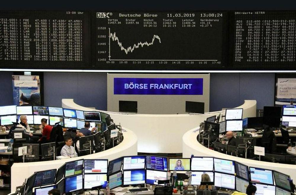 أسهم أوروبا تنخفض تحت ضغط خسائر لشركات الأدوية