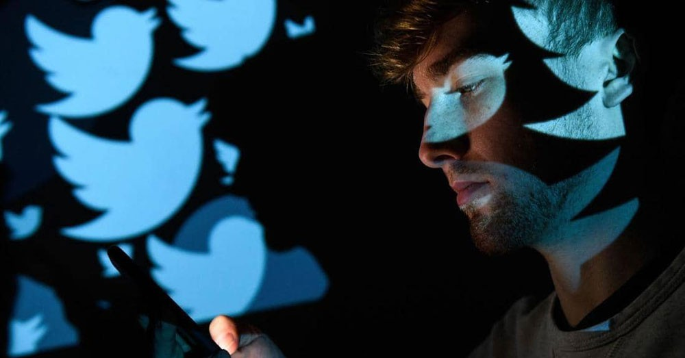 عودة تويتر للعمل جزئيا بعد انقطاع عالمي