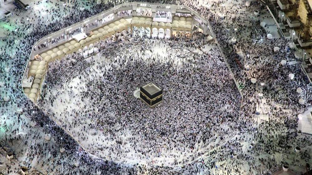 آلاف الحجاج يواصلون القدوم للسعودية