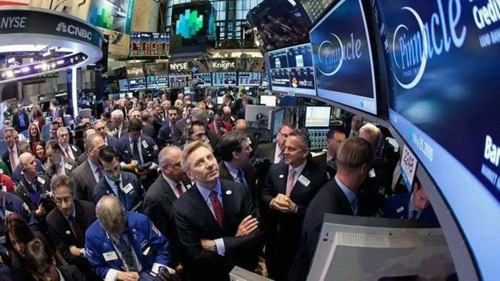 """""""ألفابت"""" و""""ستاربكس"""" تقفزان بمؤشرات الأسهم الأميركية"""