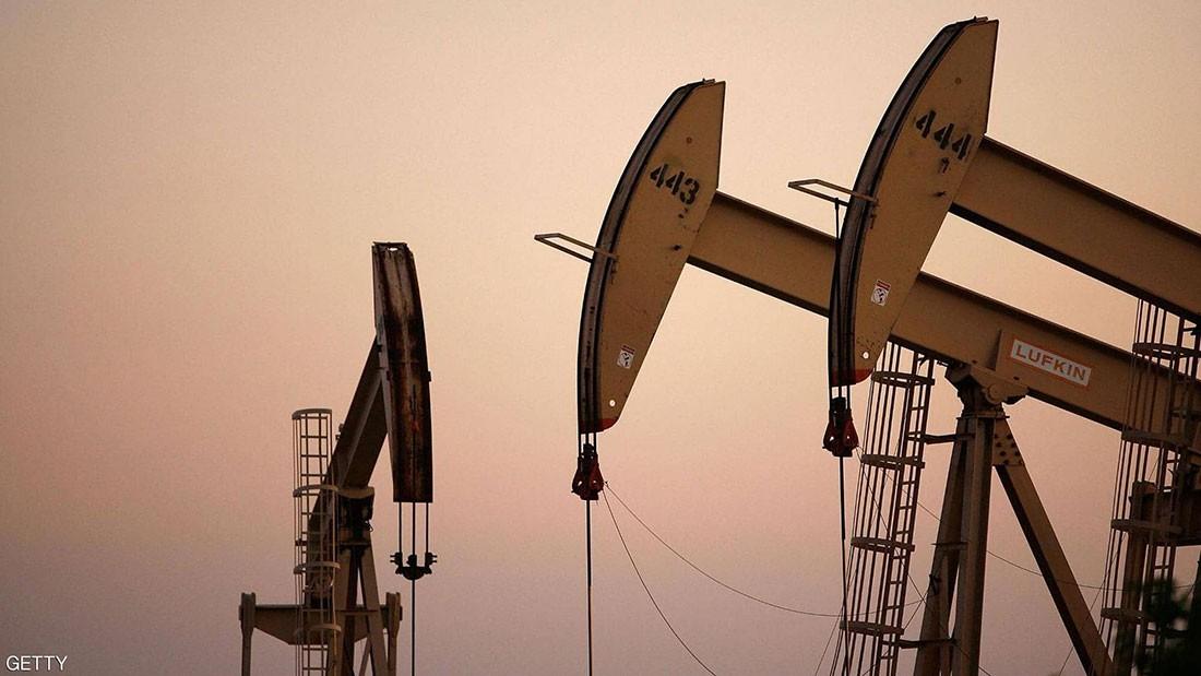 النفط يرتفع لأعلى مستوياته خلال أسبوعين