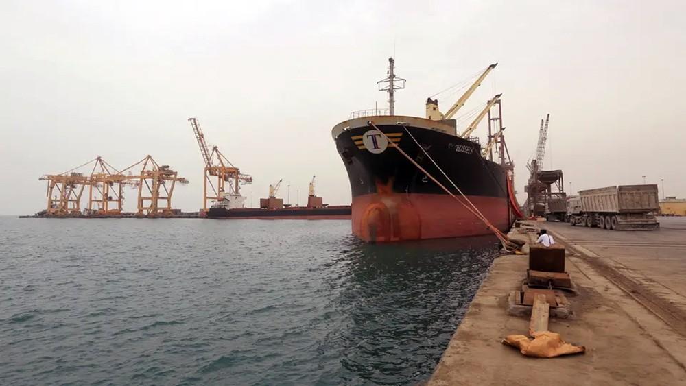 اليمن.. قصف حوثي متجدد على منشأة صناعية بالحديدة