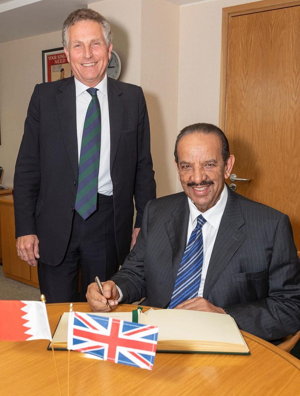 القائد العام يزور مقر وزارة الدفاع البريطانية