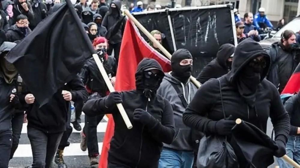 """ترمب يقترح تصنيف معارضي الفاشية """"منظمة إرهابية"""""""
