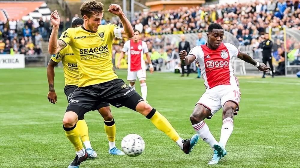 أياكس يكتسح فينلو ويتصدر الدوري الهولندي