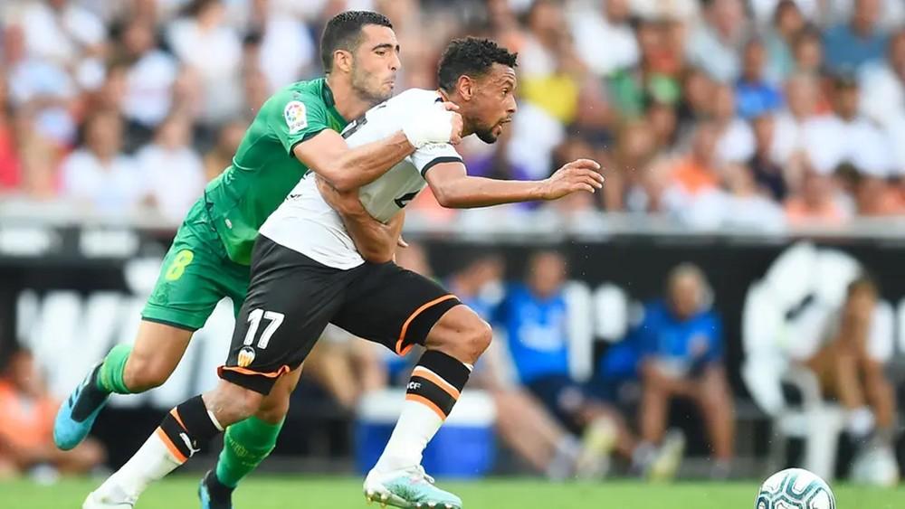ريال سوسيداد يخطف تعادلاً ثميناً من فالنسيا