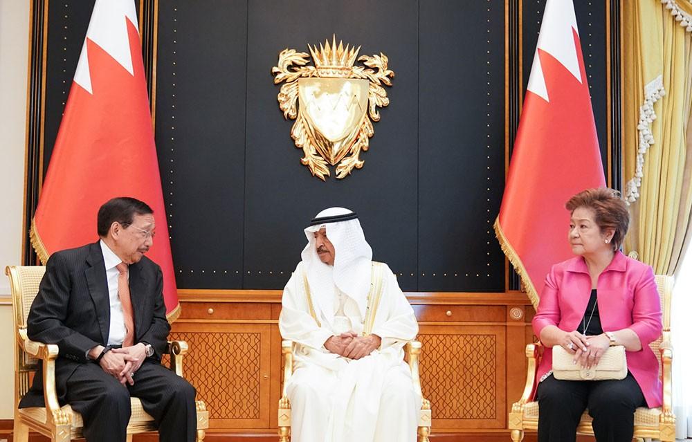 سمو رئيس الوزراء يستقبل مبعوث الرئيس الفلبيني