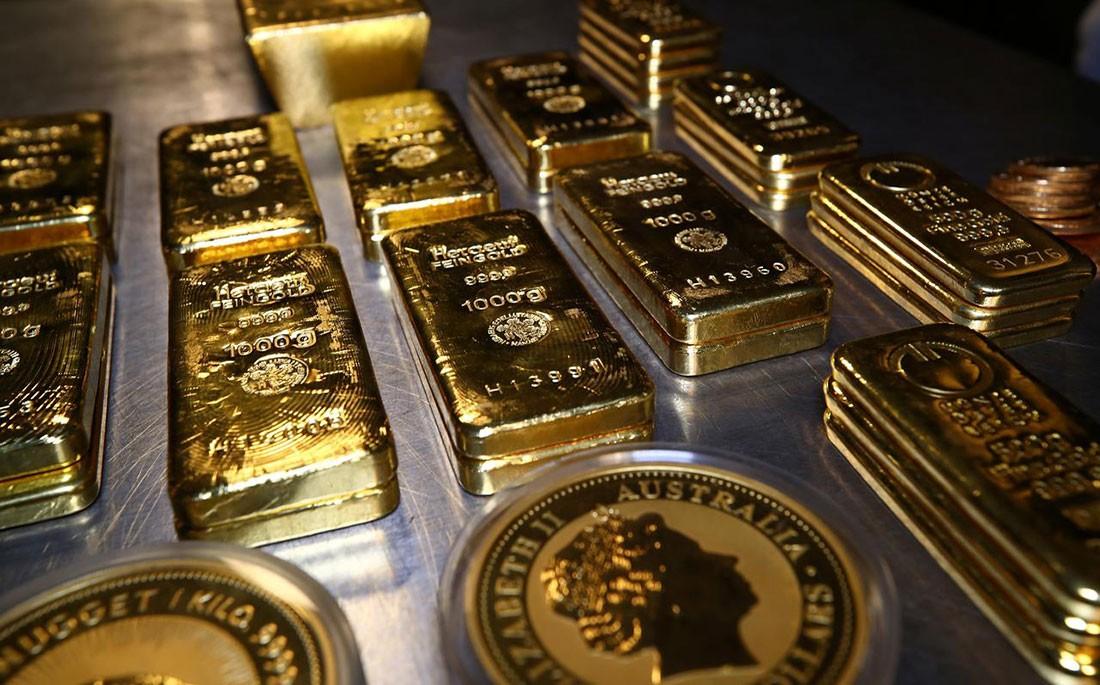 الذهب يتراجع بفعل مبيعات لجني الأرباح وصعود الدولار