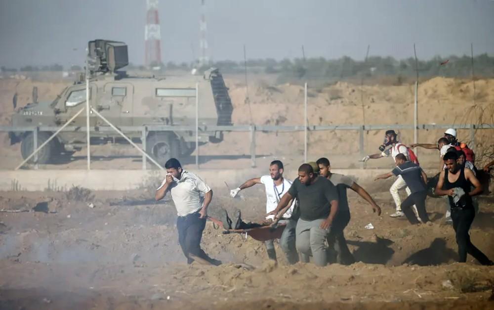 وفاة فلسطيني أصيب بنيران إسرائيلية على حدود غزة