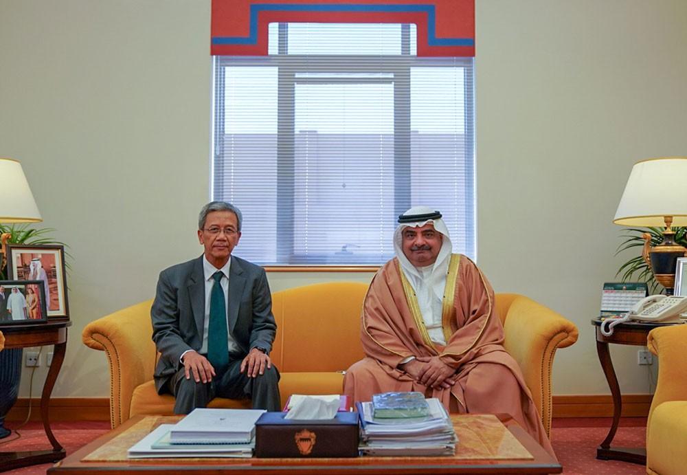 سمو الشيخ سلمان بن خليفة يستقبل سفير إندونيسيا