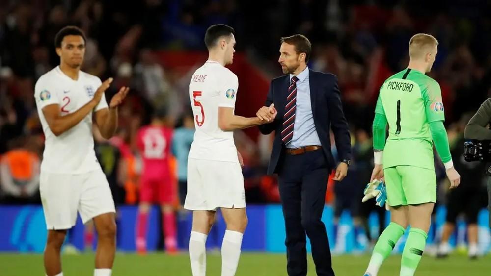"""ساوثغيت يطلب من لاعبي إنجلترا التخلص من """"الأخطاء السخيفة"""""""