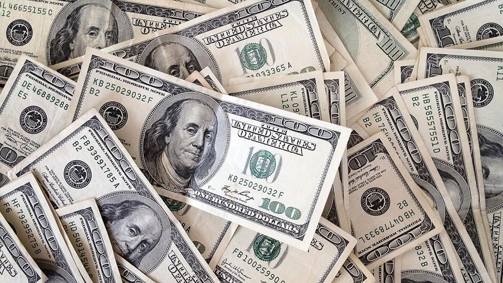 الدولار يتلقى دعماً في تداولات حذرة قبيل اجتماع المركزي الأوروبي