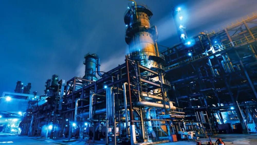 """4 شركات بتروكيماويات تعلن نقصاً في إمدادات """"اللقيم"""""""