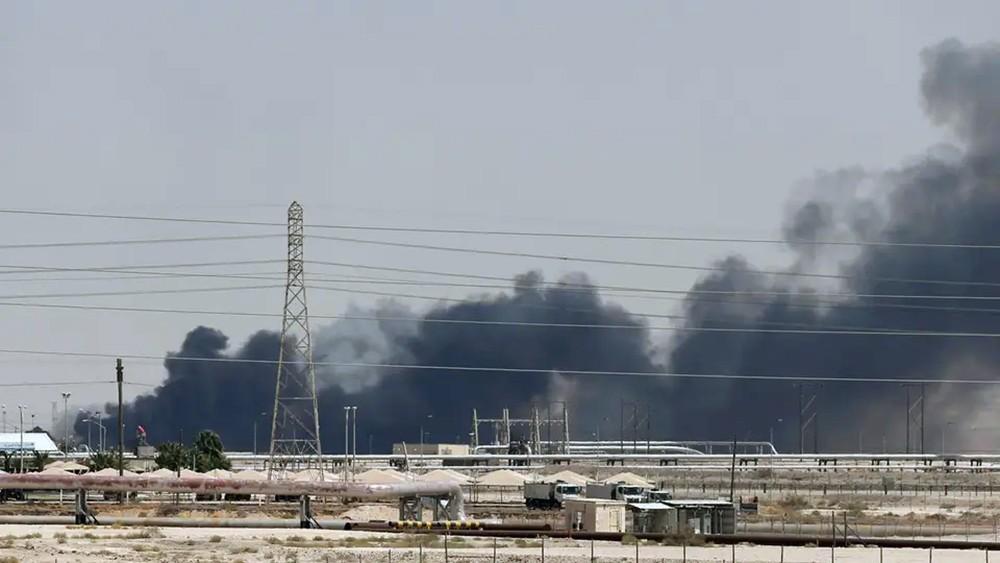 كم تكفي مخزونات السعودية الاستراتيجية من النفط عملاءها؟