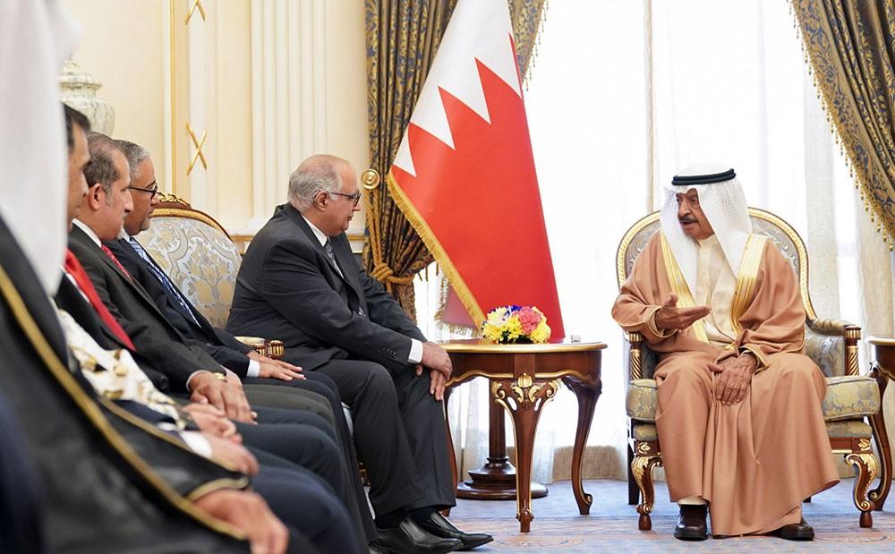 سمو رئيس الوزراء يؤكد تميز شعب البحرين بالتماسك والترابط وروح الاسرة الواحدة