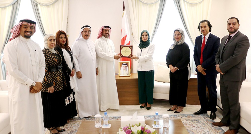 زينل تستقبل رئيس وأعضاء مجلس إدارة جمعية المؤسسات الصغيرة والمتوسطة البحرينية