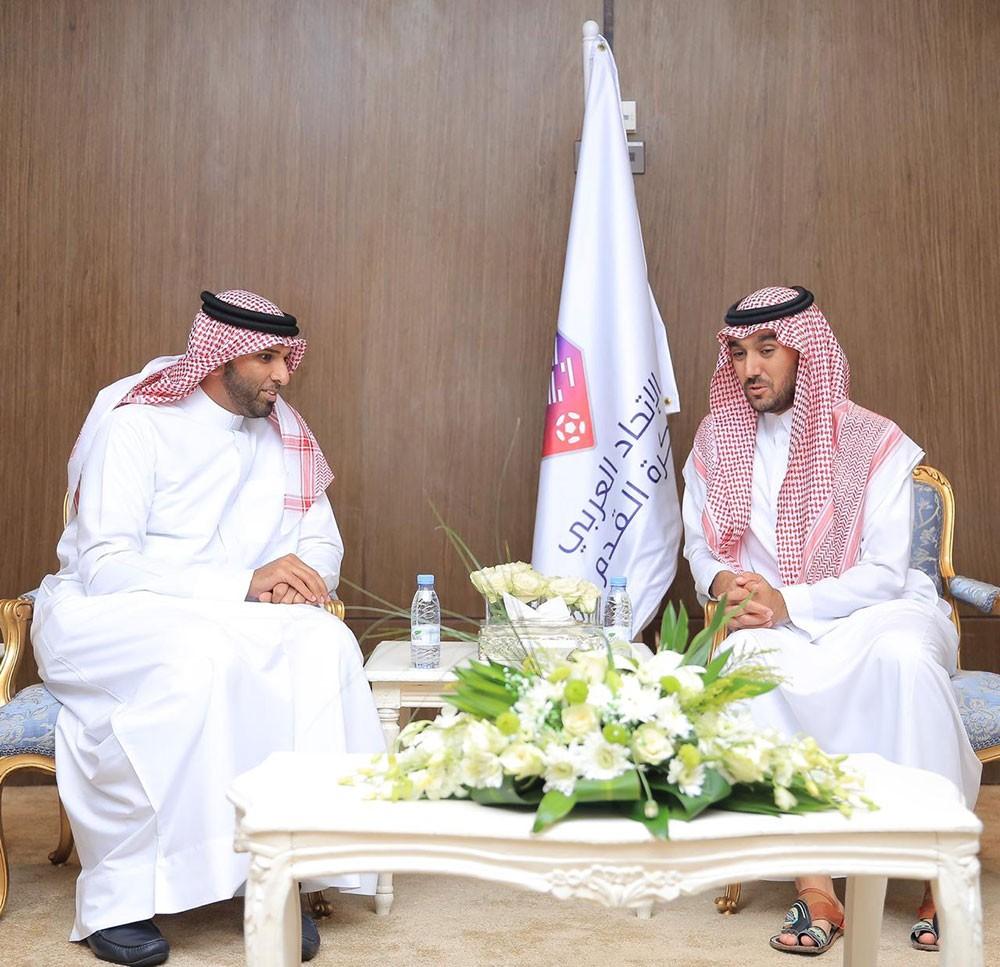 علي بن خليفة يلتقي بسمو الأمير عبدالعزيز بن تركي بن فيصل