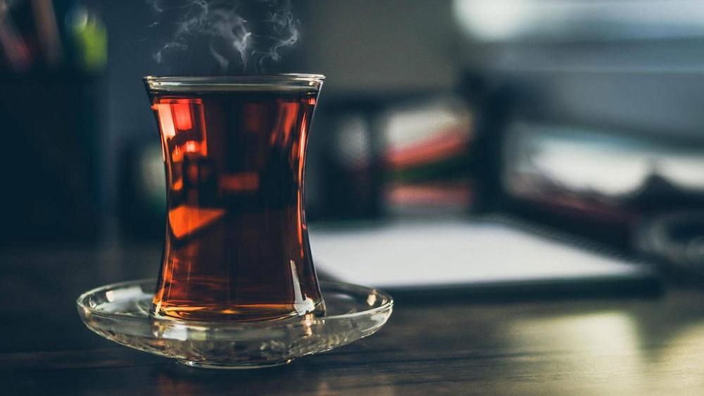 كوب الشاي.. ماذا يفعل بدماغ الإنسان؟