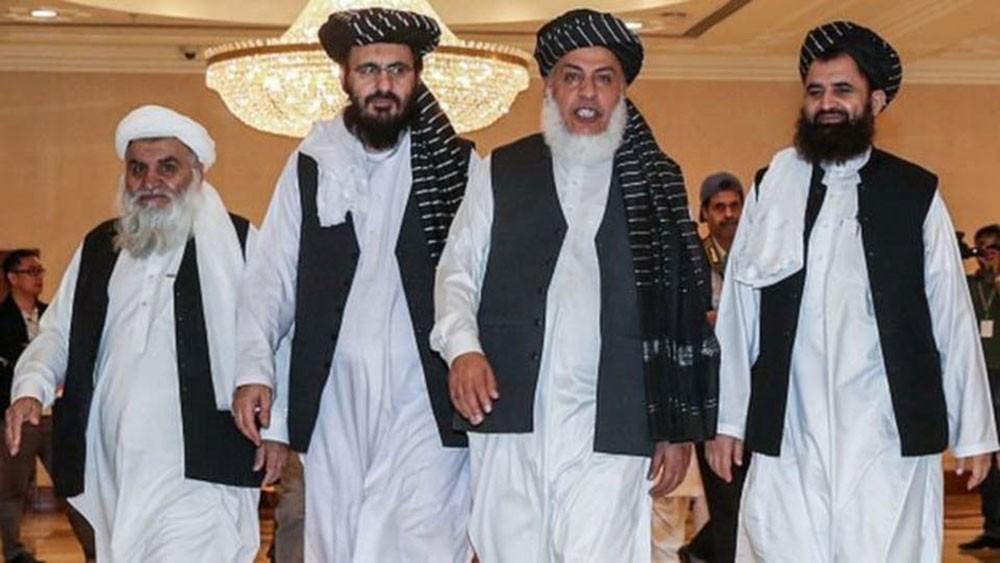 طالبان تفجّر في أفغانستان.. وتفاوض في إيران