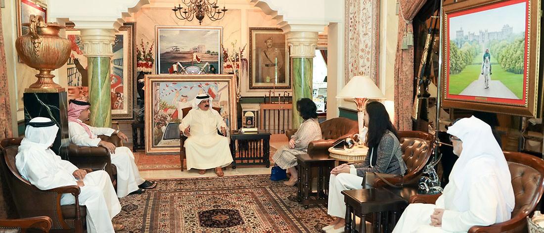 جلالة الملك المفدى يستقبل رئيسة هيئة البحرين للثقافة والآثار