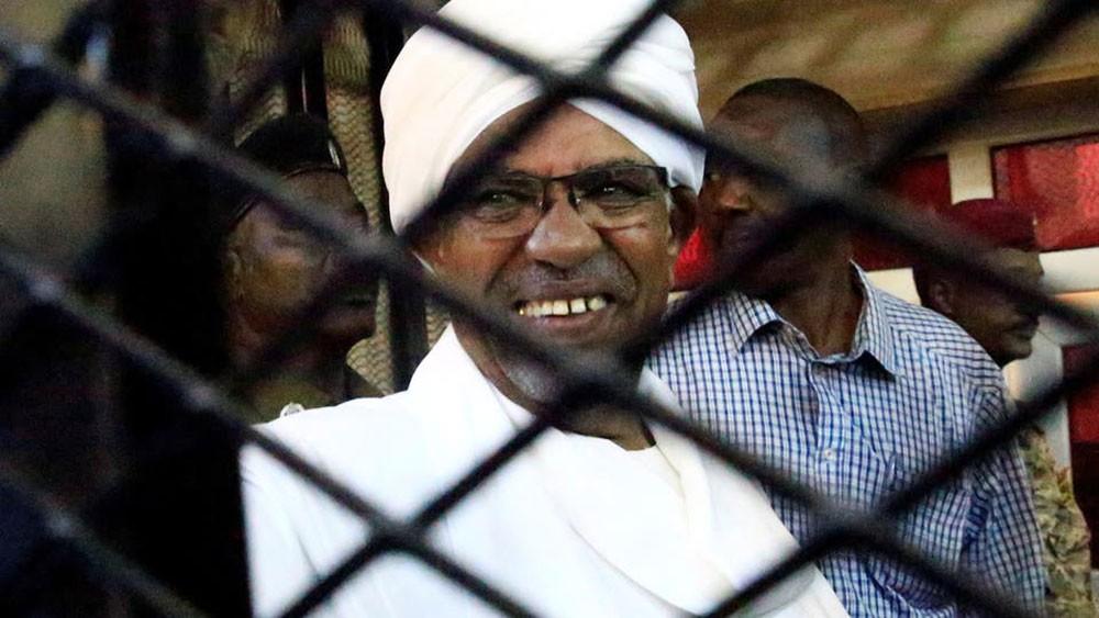 عين السودانيين على رجالات البشير.. مطالبات بالمحاسبة