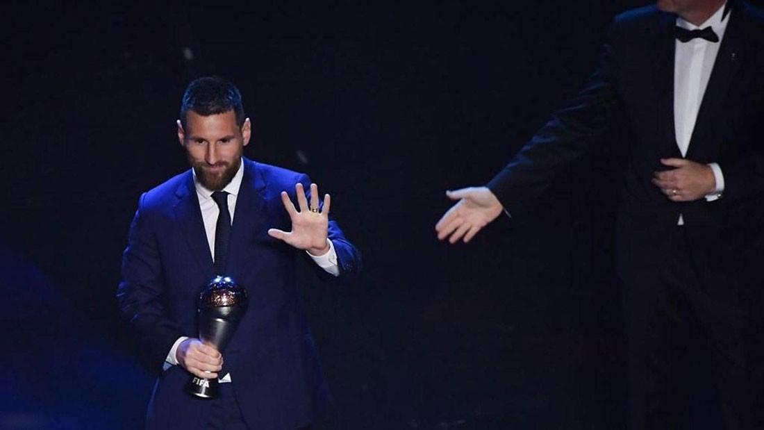 """مفاجأة الفيفا.. لقب """"الأفضل في العالم"""" يعود إلى ميسي"""