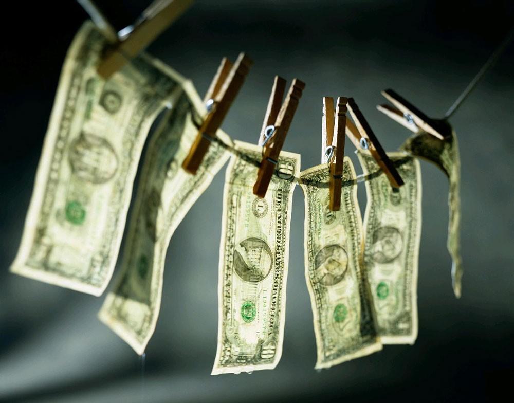 النيابة: الحكم على 25 متهماً بجرائم غسل أموال ورشوة