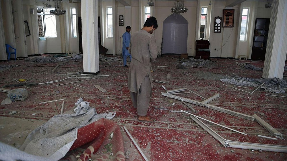 عشرات القتلى في انفجار داخل مسجد في أفغانستان