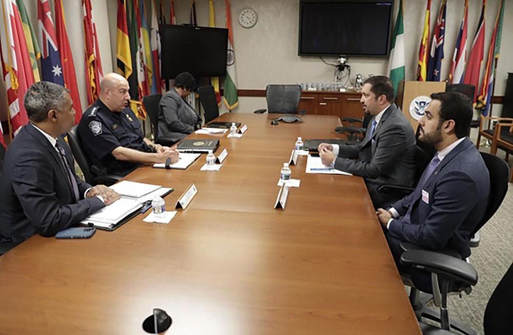 رئيس الجمارك يبحث  تعزيز التعاون في المجالين الأمني والجمركي