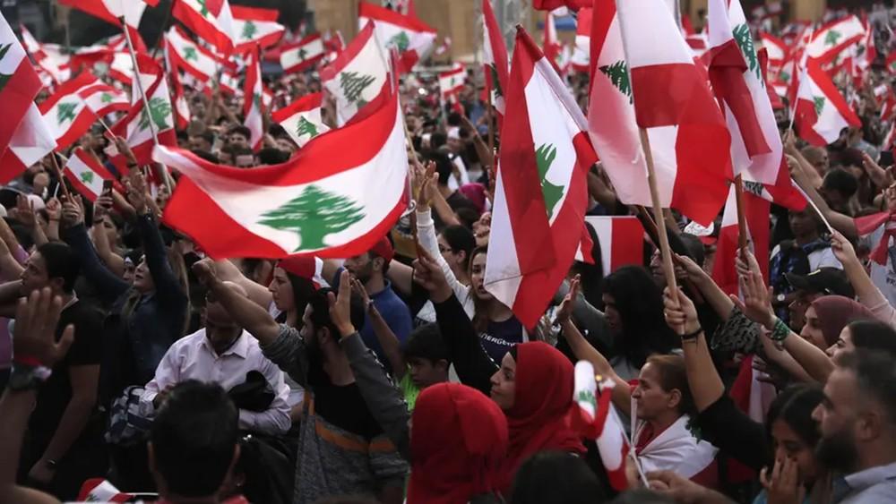 قطع طرقات في لبنان.. وتوتر جنوباً