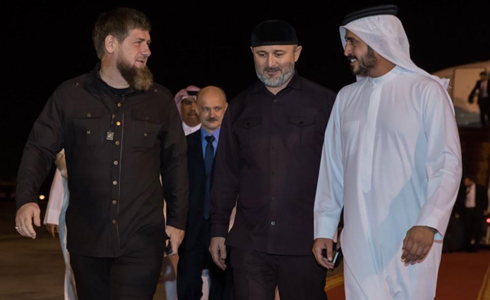 خالد بن حمد في مقدمة مستقبلي رئيس جمهورية الشيشان