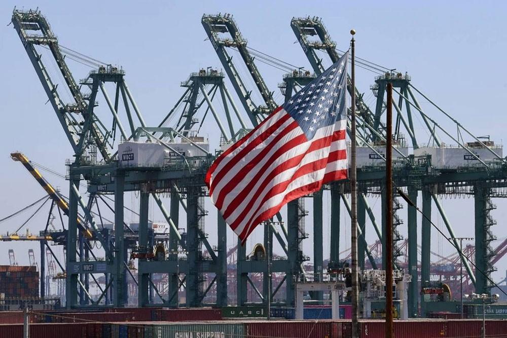 تباطؤ ضئيل للاقتصاد الأميركي في الربع الثالث