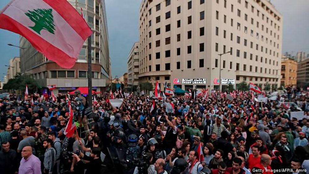 تظاهرات بشمال بيروت.. وحرائق في البقاع