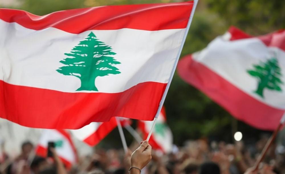 بنوك لبنان تفتح مجدداً ومخاوف من انهيار اقتصادي