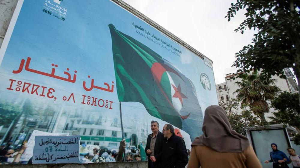 الجزائر.. هل تُسقط وجوه عهد بوتفليقة انتخابات ديسمبر؟