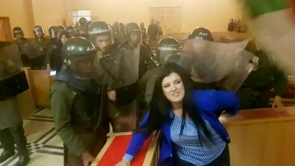 شرطة الجزائر تقتحم المحاكم لفض إضراب القضاة