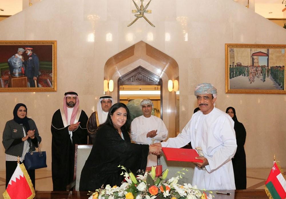 البحرين وعُمان توقعان اتفاقية تبادل قطعتي أرض مخصصتين للبعثة الدبلوماسية